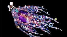 Su Pieza singular de la colección esuna cigarra en jadeita, jade de color lavanda, rubíes y diamantes