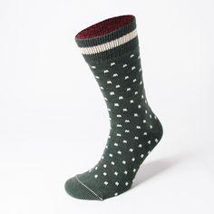 Die warmen Strümpfe mit Merinowolleanteil passen perfekt zu derben Boots sowie lässigen Chelseas und verleihen auch Füßen in Sneakers den richtigen Winterlook. #Socke #winter #herrensocken #Joko