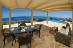 As with all the villas in Old Skala, the concept of outdoor living is a key factor in the layout of villa Aethera and a number of well placed windows and doors allow both easy access to these areas and ensure that those captivating views are not forgotten
