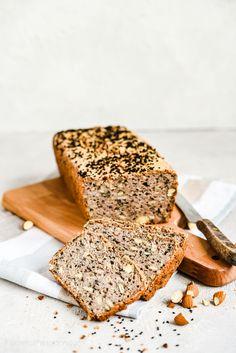 Bezglutenowy chleb gryczany z czarnuszką i migdałami - bez mąki i drożdży