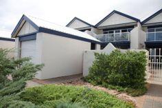 TownHouse sold by Kevin J. Barry from the Professionals Christies Beach, real estate agency - 08 8382 3773. www.christiesbeachprofessionals.com.au #realestate #realestatesouthaustralia #TownHouse #Balcony