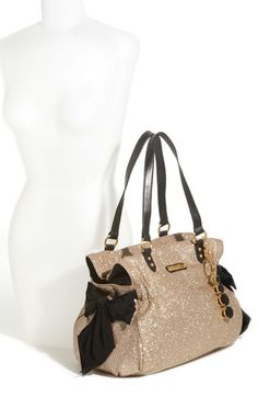 @Natalie Jensen I am in love with your bag.