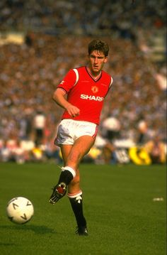 Manchester United favourite Norman Whiteside recalls his hat-trick against West Ham in the 1985 FA Cup quarter-finals at Old Trafford.