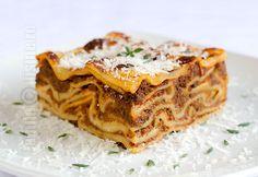 Lasagna Bolognese – reteta video via Lasagna Bolognese, Romanian Food, Pasta, Bologna, Fun Drinks, Apple Pie, Food Videos, Waffles, Good Food