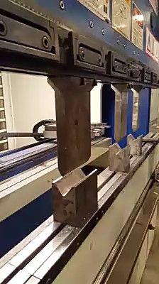 sheet metal working bending – metal of life Small Woodworking Projects, Small Wood Projects, Woodworking Workbench, Metal Projects, Welding Projects, Learn Woodworking, Metal Fabrication Tools, Sheet Metal Work, Metal Working Tools