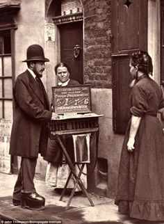 A Street Doctor.Real life of Victorian London, c Taken by Photographer John Thompson & writer Adolphe Smith. some GREAT vintage photographs here ! Victorian London, Vintage London, Victorian Street, Victorian Life, Victorian History, Tudor History, Vintage Pictures, Old Pictures, Old Photos