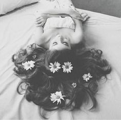 Ideas Flowers In Hair Art Portrait Photography For 2019 Tumblr Photography, Portrait Photography, Fashion Photography, Photography Flowers, Hair Photography, Photography Ideas, Photo Triste, Tmblr Girl, Poses References