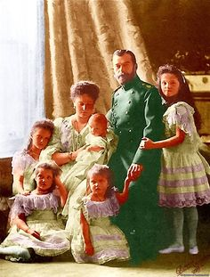 Empress Alexandra and all her family ~ one of the official photos of Russian Imperial Family in ca 1904