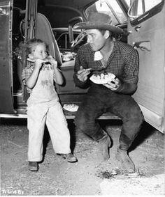 Errol Flynn Daughters | Deidre Flynn (Errol Flynn's daughter) & Errol Flynn eating watermelon.