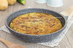 torta di patate e zucchine in padella intera