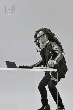 Skrillex in 1:6... nice!