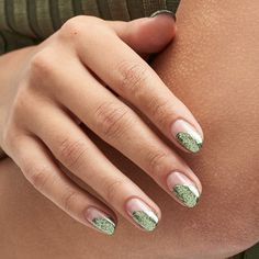These are the 20 best winter nail art ideas, from a glitter French manicure to glossy green nails, that will help you stay on trend this season. Christmas Nail Art Designs, Holiday Nail Art, Winter Nail Designs, Winter Nail Art, Winter Nails, Christmas Nails, Christmas Glitter, Popular Nail Designs, Best Nail Art Designs