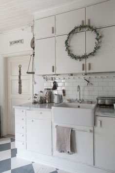 Outdoor Gardens, Vanity, Heart, Kitchen, House, Home Decor, Dressing Tables, Powder Room, Cooking