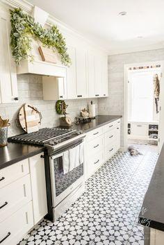 Black & White Farmhouse Christmas Kitchen - Home: Living color Farmhouse Christmas Kitchen, White Farmhouse Kitchens, Black Kitchens, Rustic Kitchen, New Kitchen, Home Kitchens, Kitchen Decor, Primitive Kitchen, Kitchen Ideas