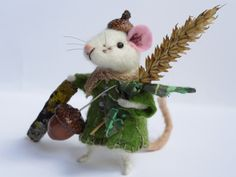 Needle felt mouse. Mouse with acorn. Acorn hat. It is a harvest time. Tiny Mouse. Needle felted mice. Cake topper. Dressed animal. Dollhouse…
