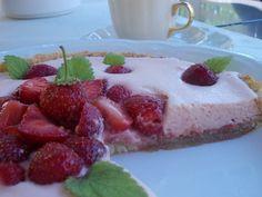 Mansikka vaahtokarkkitorttu käyttäjältä naija. Cheesecake, Pudding, Desserts, Food, Tailgate Desserts, Deserts, Cheesecakes, Custard Pudding, Essen