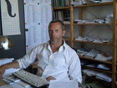 Stefano Spigariol è l'ideatore di #Milanobotanica e l'autore delle foto. Studi di linguistica e filologia romanza a Padova, lavora come ufficio stampa in una casa editrice di Milano e per Linaria https://www.linkedin.com/profile/preview?locale=en_US&trk=prof-0-sb-preview-primary-button