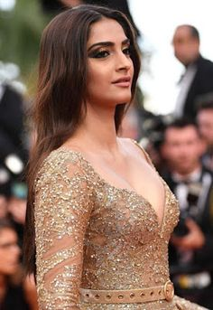 Sonam Kapoor Sexiest Cleavage Show In Elie Saab Couture At Cannes Film Festival 2017
