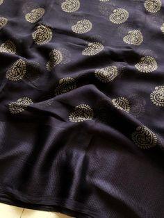 Dark wine satin border brasso chiffon saree comes with crepe blouse pc Blue Silk Saree, Silk Cotton Sarees, Organza Saree, Chiffon Saree, Tulsi Silks, Textile Pattern Design, Simple Sarees, Plain Saree, Stylish Sarees