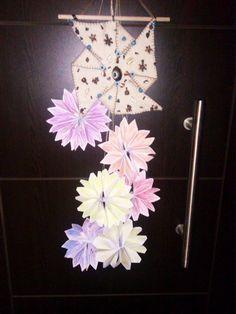 Bunlar da benim kağıttan yaptığım ve suluboya ile boyadığım yılbaşı kapı süslerim...