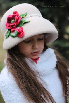 """Детская фетровая шляпка """"Gentils coquelicots"""" от Натальи Прокофьевой— работа дня на Ярмарке Мастеров.  Магазин мастера: la-magie-spb.livemaster.ru  #felt #felting #hat #cute #poppies #flowers #handmade"""