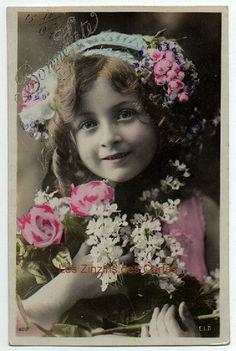 Carte postale ancienne | Fillette | Fleurs près du visage | Bonne fête | 1907
