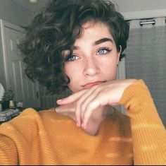 short curly hair, # curly Informations About kurzes lockiges Haar Pin You can easily us Short Curly Haircuts, Curly Hair Cuts, Cut My Hair, Short Hair Cuts, Curly Hair Styles, Shaved Curly Hair, Short Curly Pixie, Curly Pixie Hairstyles, Shaved Side Hairstyles