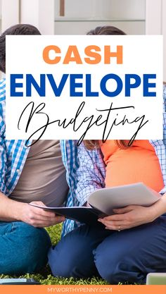 If you're new to the cash envelope budget system, here is your ultimate guide on how to start budgeting with the cash envelope budgeting method. The Dave Ramsey cash envelope system will help you save money and pay off your debt fast. Dave Ramsey Envelope System, Envelope Budget System, Cash Envelope System, Budgeting System, Budgeting Finances, Budgeting Tips, Budget Envelopes, Cash Envelopes, Monthly Budget Template
