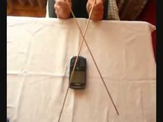 Orgonita para teléfono celular funcionando: experimento con radiestesia (varillas) - YouTube