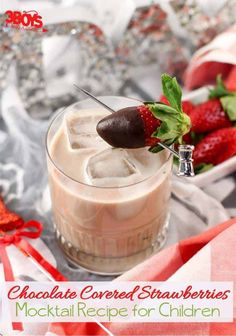 This Chocolate Covered Strawberries Mocktail Recipe tastes just like (and even includes one as a garnishment) chocolate covered strawberries. Plus, it has zero alcohol! Strawberry Mocktail Recipe, Strawberry Simple Syrup, Strawberry Drinks, Strawberry Ice Cream, Strawberry Recipes, Strawberry Shortcake, Vegetarian Chocolate, Chocolate Recipes, Chocolate Art