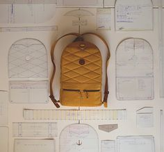 """designbinge: """" Two Faces, One Bag Designers: Andrew & Alex """"Details we like / Backpack / Rucksack / Prozess / Cuting paterns / at Design BingeIntroducing the first ever, two-sided, leather backpack. It& called the Backpack and it& handsomely handcraft Leather Backpack Pattern, Leather Pattern, Sacs Tote Bags, Backpack Bags, Mochila Tutorial, Backpack Tutorial, Fabric Bags, Sew Bags, Bag Tutorials"""