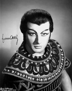 Franco Corelli as Radames
