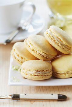 Holunderblüten-Macarons | http://eatsmarter.de/rezepte/holunderblueten-macarons