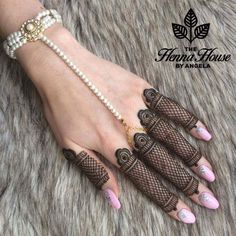Who doesn't love mehndi?! It's an essential part ofevery girl's bridal routine! We are all familiar with bridal mehndi on hands and legs but today, we are here to share a new trend that's viral! Y...
