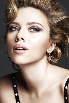 Scarlett emula a Marilyn Monroe en la nueva campaña de D&G Make Up