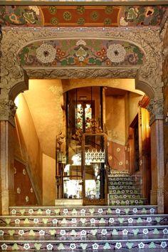 Casa Lleó Morera , encargo de Francesca Morera al arquitecto Lluís Domènech i Montaner entre 1902-1905. Situado en el Paseo de Gracia de Barcelona.