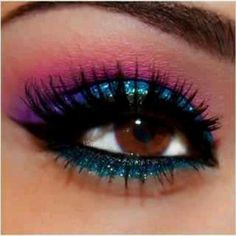 I love makeup, eventhough I don't really wear it much/all that often....this eye look is absolutely stunning!!  heh