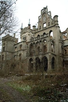 To undoubtedly the biggest attractions of the village of Kopice include the ruins of the Palace. It looks very impressive, especially when you are just starting to emerge from the trees.. Exploring it all the time is a sense of the immensity of this structure and its former glory.