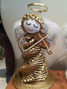 such a sweet face Straw Weaving, Paper Weaving, Weaving Art, Basket Weaving, Christmas Angels, Christmas Crafts, Christmas Decorations, Christmas Ornaments, Newspaper Basket