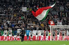 Juventus players celebrates the victory after the Serie A match between Juventus and Torino FC on September 23, 2017 in Turin, Italy.