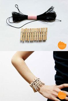 Pulsera con pinzas de madera