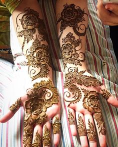 Beautiful Mehndi Design - Browse thousand of beautiful mehndi desings for your hands and feet. Here you will be find best mehndi design for every place and occastion. Quickly save your favorite Mehendi design images and pictures on the HappyShappy app. Easy Mehndi Designs, Henna Hand Designs, Dulhan Mehndi Designs, Latest Mehndi Designs, Mehandi Designs, Mehndi Designs Finger, Khafif Mehndi Design, Arabic Henna Designs, Mehndi Designs For Girls