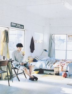 kentaro sakaguchi in room My Room, Dorm Room, Kentaro Sakaguchi, Interior Styling, Interior Design, Decoration Originale, Breath In Breath Out, Green Colors, Character Inspiration