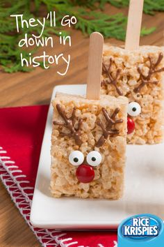A beloved Rice Krispies® treat meets your favourite reindeer. These cute pops are easy to make and tasty to eat. Holiday Cookies, Holiday Treats, Christmas Treats, Christmas Decor, Christmas Deserts, Christmas Goodies, Rice Krispie Treats, Rice Krispies, Holiday Baking