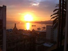 El amanecer de mañana como el sol se levanta desde las colinas de Viña Del mar!
