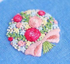 * . 花束の刺繍 . . #刺繍#手刺繍#手芸#embroidery#handembroidery#stitching#needlework#자수#broderie#bordado#вишивка#stickerei