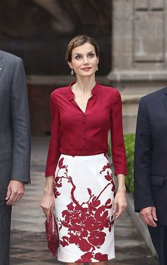 King Felipe and Queen Letizia Visit Mexico – burgundy shirt, white skirt women fashion outfit clothing style apparel closet ideas Royal Fashion, Fashion Over, Work Fashion, Fashion Night, Office Fashion, Fashion Boots, Cool Outfits, Casual Outfits, 40s Outfits