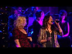 Kelly Clarkson & Martina McBride - The Christmas Song  Nashville Dec 20 ...