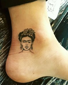 Found this Itty bitty Frida Kahlo I made in the old gallery. I believe it to be quite cute.