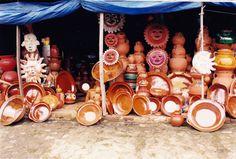 vendiendo alfareria en la Cañada de los 11 pueblos